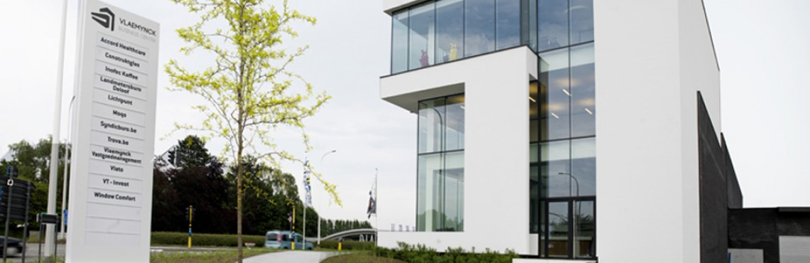 Vlaemynck Business Center (VBC), gerealiseerd door Van Tornhaut